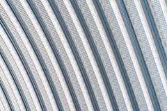 Taket med linjen för kvarter för kurvmetallark design royaltyfri foto