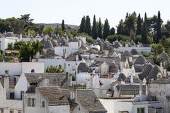 Taket stenar trulli av Alberobello Puglia sydliga Italien Royaltyfria Bilder