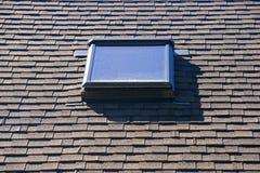Takfönster i tak arkivbilder