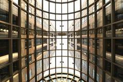 Takfönster och modern byggnad Arkivfoton