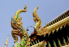 Takgarnering av den thailändska templet Arkivbild