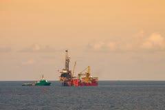 Takielunek dla produkci ropa i gaz w na morzu, Otakluje estradowego działanie na platformie dla musztrować i znajduje ropa i gaz Zdjęcie Stock
