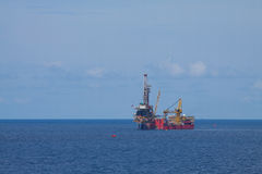 Takielunek dla produkci ropa i gaz w na morzu, Otakluje estradowego działanie na platformie dla musztrować i znajduje ropa i gaz Obrazy Royalty Free