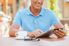 Taking advantages of free Wi-Fi. Royalty Free Stock Images