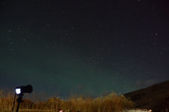 Taking photos under night sky Royalty Free Stock Photos
