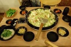 Takkalbi, Dakgakbi,鸡烤肉用调味汁,米,菜 免版税图库摄影