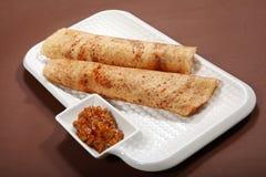 Takkali-Chutney Dosa, Dosa mit Tomaten-Chutney, Reis-Pfannkuchen mit Tomatensalsa lizenzfreie stockfotografie