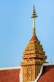 Taklägga av det thai tempelet royaltyfri bild
