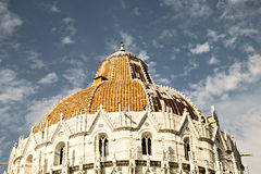 Taklägga detaljen av den Pisa dopkapellbaptisteryen av St John Arkivbilder