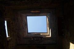Taklägga fönstret in i himlen Fotografering för Bildbyråer