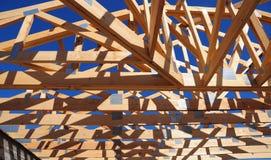 Taklägga konstruktion Träkonstruktion för takramhus Royaltyfri Fotografi