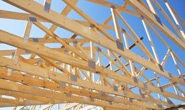 Taklägga konstruktion Träkonstruktion för takramhus Royaltyfria Foton
