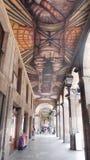 Taklagd korridor med målning på taket i staden av Bilbao Spanien Europa arkivfoto