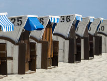 Taklagd vide- strandstol på Nordsjön och Östersjön Arkivbild