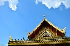 Taklägga thailändsk stil på offentligt parkerar i Nonthaburi Thailand Arkivbild