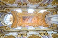 Takmålningar av en roman basilika arkivfoton