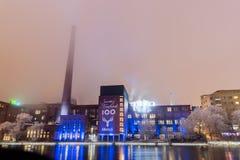 Takofabriek met 100 jaar Finse onafhankelijkheidslichten Stock Fotografie