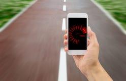 Takometer i smartphonen Arkivfoto