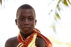 TAKORADI, GANA ï ¿ ½ o 22 de março: Menino africano não identificado do nativo imagens de stock