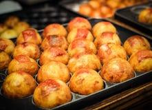 Takoyaki сварено на горячей плите Японские закуски стоковое фото rf