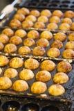 Takoyaki -章鱼球,普遍的日本街道食物 库存图片