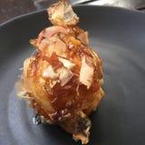 Takoyaki con i fiocchi della sarda Fotografie Stock