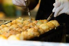 Takoyaki es snacks japoneses m?s famosos foto de archivo libre de regalías