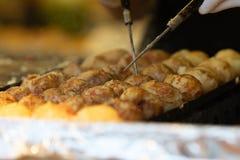 Takoyaki es snacks japoneses m?s famosos imágenes de archivo libres de regalías