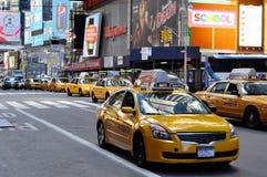 taksówki omijania kwadrat synchronizować kolor żółty Fotografia Royalty Free