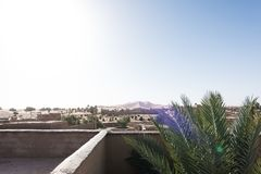 Taksikt av den ergChebbi dyn i Merzouga, Marocko, Afrika arkivfoto