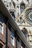 Taksikt av staden av York i nordliga England med kyrkan Royaltyfria Foton