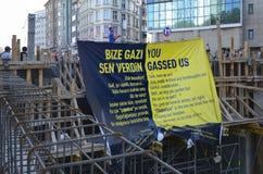 Taksim Gezi parkerar protester och händelser Sikten från Taksim Squar royaltyfria bilder