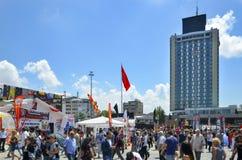 Taksim Quadrat Errichten im Hintergrund den Marmara Taksi gesehen Lizenzfreie Stockfotografie
