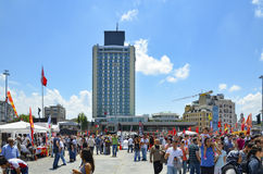 Taksim Quadrat Errichten im Hintergrund den Marmara Taksi gesehen Lizenzfreie Stockfotos