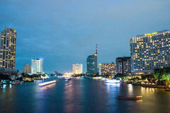 Taksin bro Bangkok på natten Royaltyfri Bild