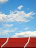 taksky för blå red under Royaltyfri Bild