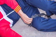 Taktische Aderpresseausrüstung des Manngebrauches Lizenzfreie Stockfotos