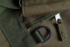 Taktisk blixtlås, handtag och litet hål för liftarbagarmépåse Royaltyfri Fotografi