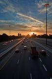 taktpendlaresolnedgång till att försöka för trafik Fotografering för Bildbyråer