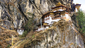 Taktshang Goemba o Tiger& x27; tempio del nido di s sulla montagna nella vista di panorama Fotografie Stock