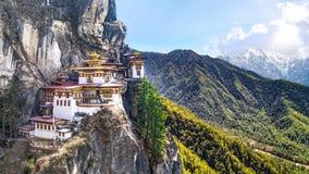 Taktshang Goemba o Tiger& x27; templo de la jerarquía de s en la montaña, Bhután Imágenes de archivo libres de regalías