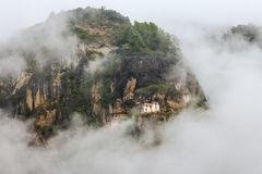 Taktshang Monastery (Tiger's Nest), Paro Valley, Paro District, Bhutan. Monastery hugging the side of a rocky cliff 3,000 feet above the Paro valley in Bhutan Stock Photo