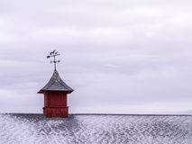 Takväder Vane Above Snowy Shingles Fotografering för Bildbyråer
