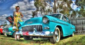 50-tal Chevy och kvinna Royaltyfria Bilder