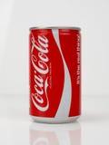 80-tal Coca Cola Can - tappning och retro Fotografering för Bildbyråer