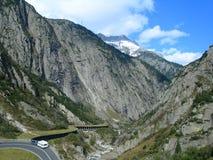 Tal in den Schweizer Alpen Stockfoto