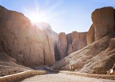 Tal der Könige bei Sonnenaufgang, der Beerdigungsplatz in Luxor, Ägypten, von alten pharoahs einschließlich Tutankamun lizenzfreie stockbilder