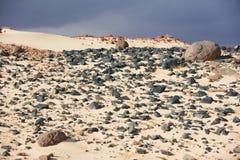 Tal in der Sinai-Wüste mit Sanddünen Lizenzfreie Stockfotos