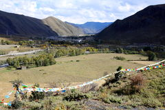 Tal flach in der tibetanischen Hochebene Lizenzfreie Stockfotografie