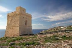 Tal Hamrija Nabrzeżny wierza blisko Hagar Qim, Malta zdjęcie royalty free